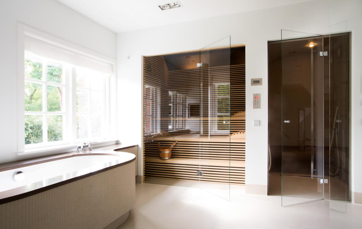 Villa Wassenaar met wellness - Sjartec - Badkamers, Wellness en ...