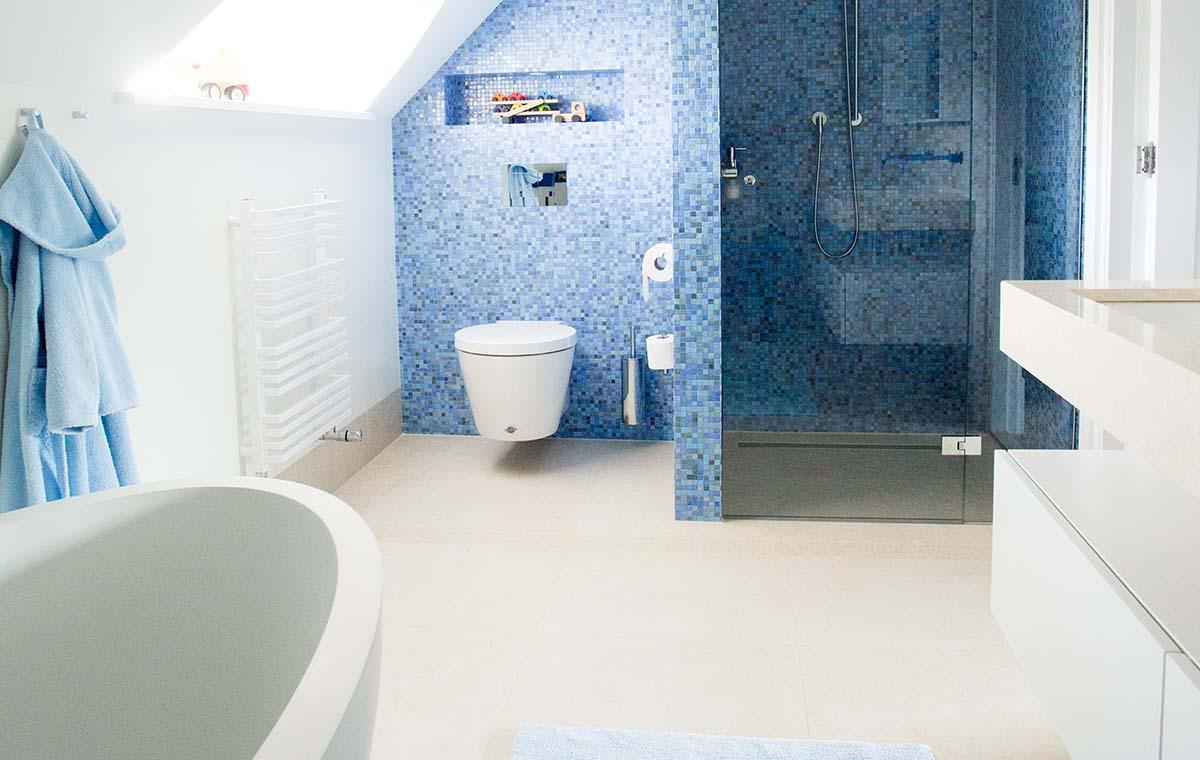 Villa met wellness sjartec badkamers wellness en tegels in leiden - Badkamer blauw ...