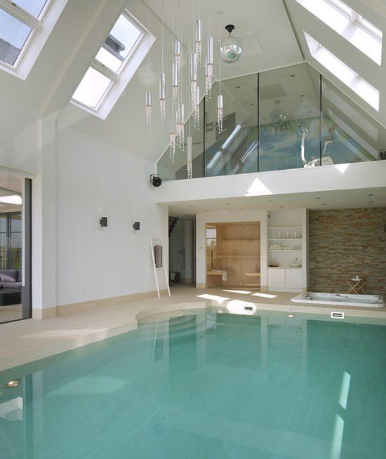 zwembad met luxe wellness