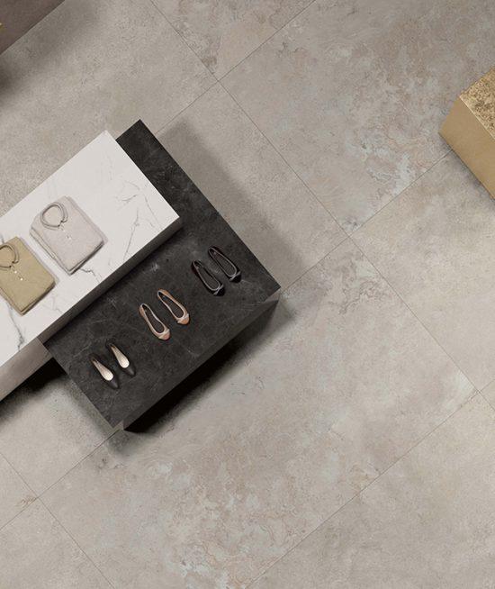 Warm grijs 60x120 vloertegel in woonkamer