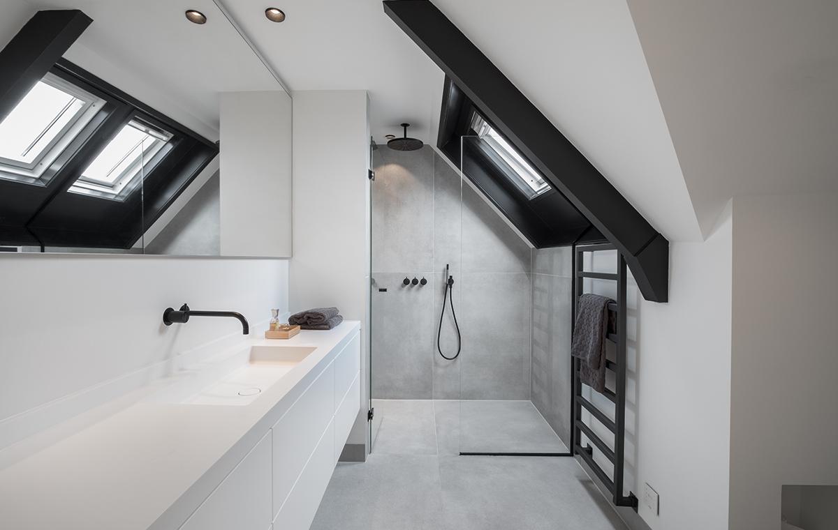 zwarte badkamer stunning zwart in de badkamer met de met
